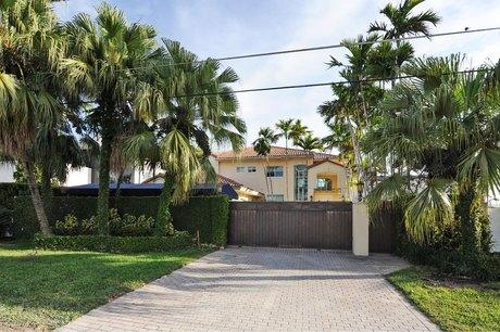 91 N Hibiscus Dr Miami Beach, FL 33139