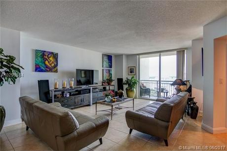 9066 SW 73rd Ct Apt 1405, Miami, FL 33156