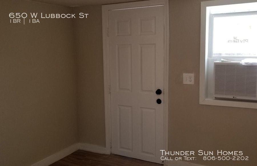 650 W Lubbock St, Slaton, TX 79364