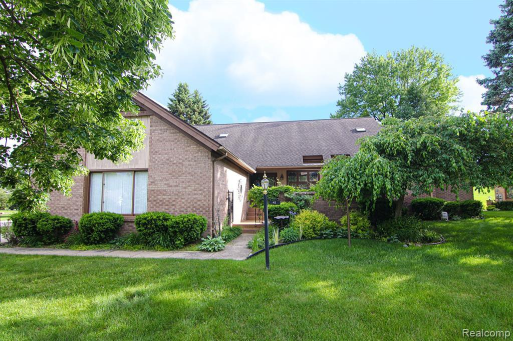 41 Cross Creek Blvd, Rochester Hills, MI 48306