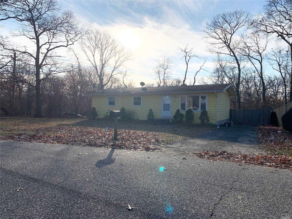 94 Carlton Ave, Mastic, NY 11950