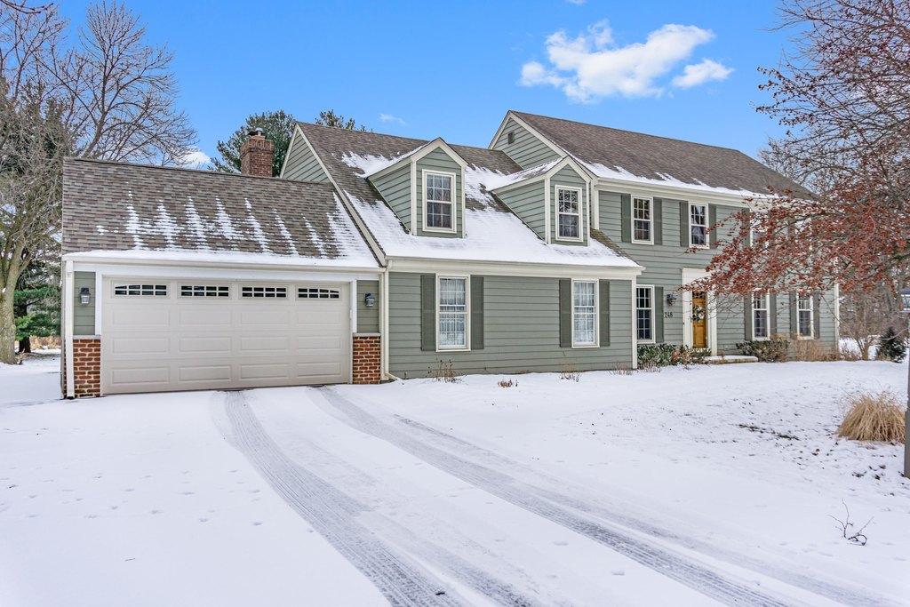 248 Fieldstone Rd, Delafield, WI 53018