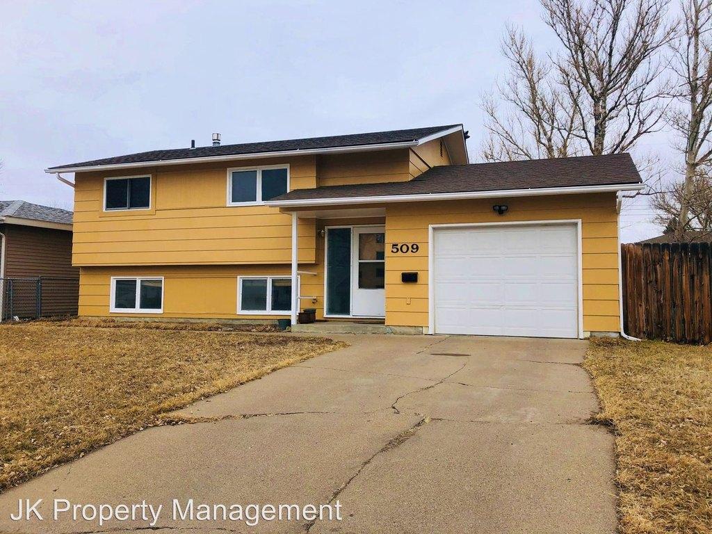 509 22nd Ave Ne Single Family House For Rent Doorsteps Com